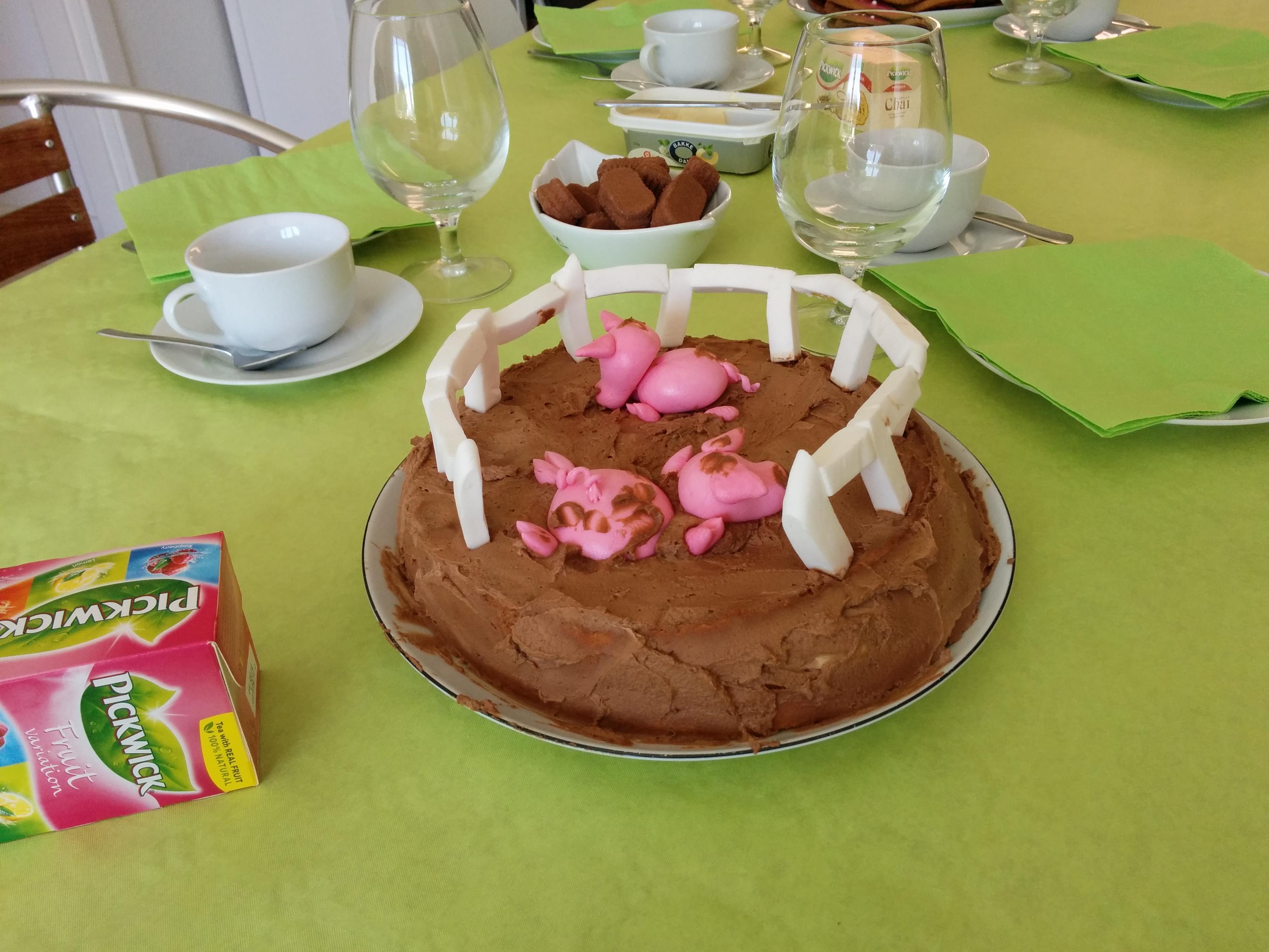 Dette er den ene af lagkagerne jeg lavede. Det er en banan/chokoladecreame lagkage.